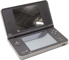 Nintendo DSi XL marrón oscuro