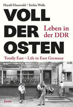 Voll der Osten / Totally East. Leben in der DDR / Life in East Germany - Harald Hauswald  [Taschenbuch]