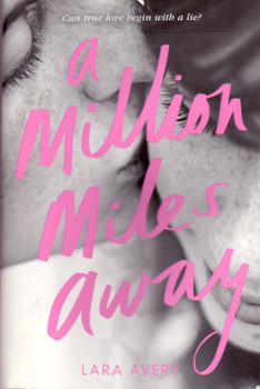 A Million Miles Away - Lara Avery [Paperback]